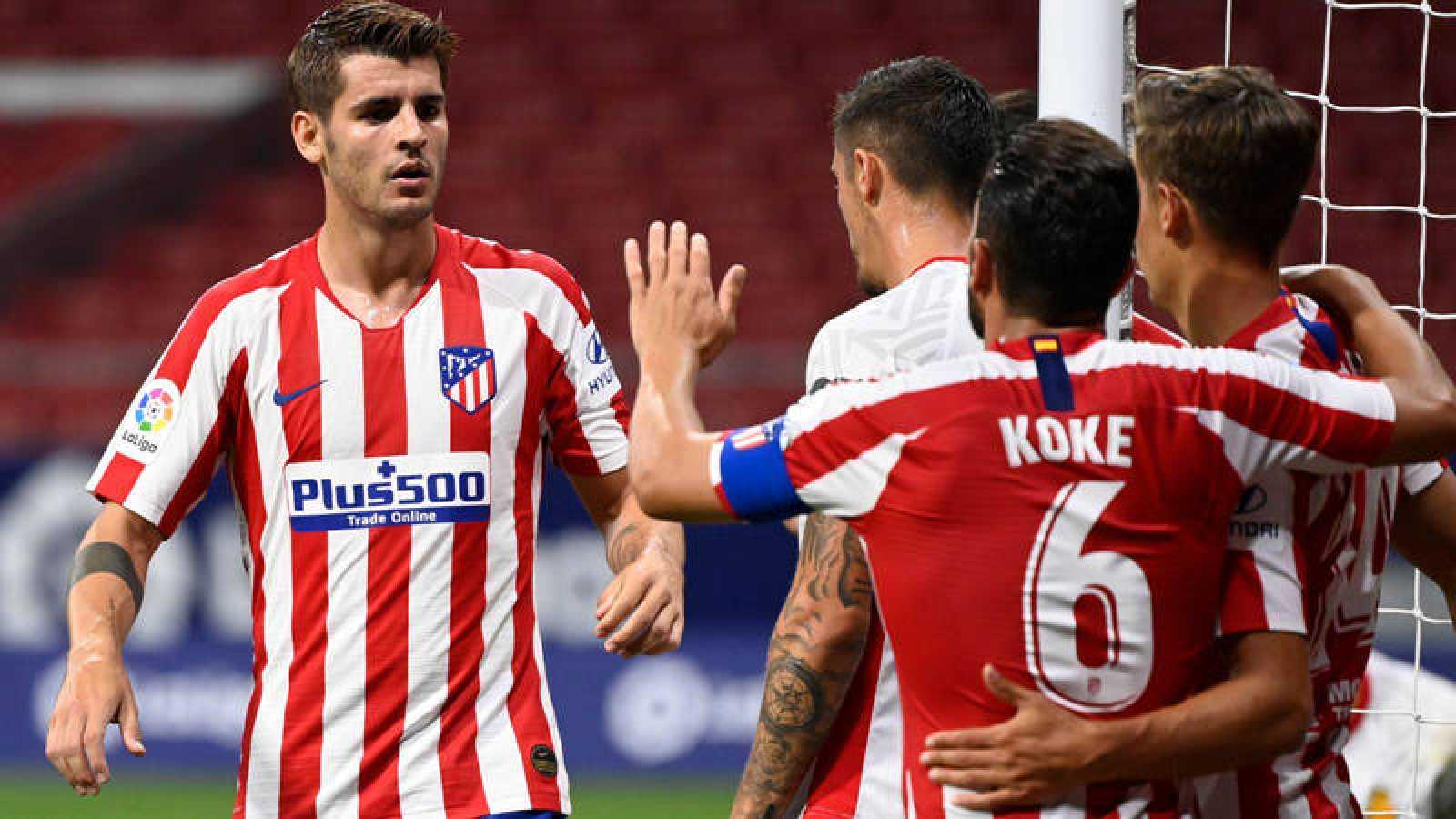 Imagen: Morata (i) celebra el gol con Koke (c) y Marcos Llorente (d)