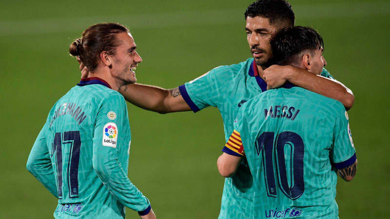 De izquierda a derecha, Griezmann, Suárez y Messi celebran un gol ante el Villarreal