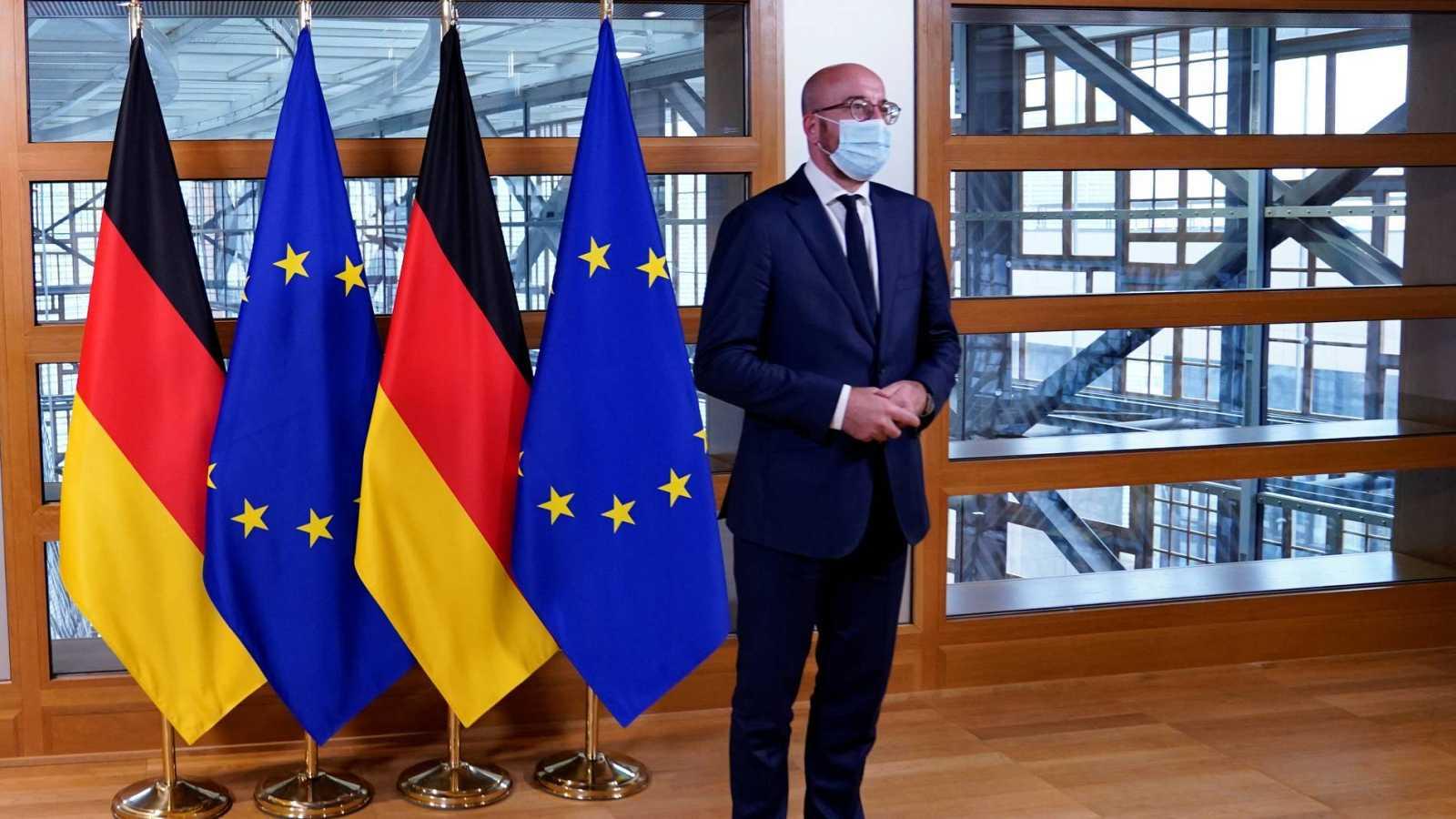 El presidente del Consejo Europeo, Charles Michel, durante un encuentro con la canciller alemana, Angela Merkel.