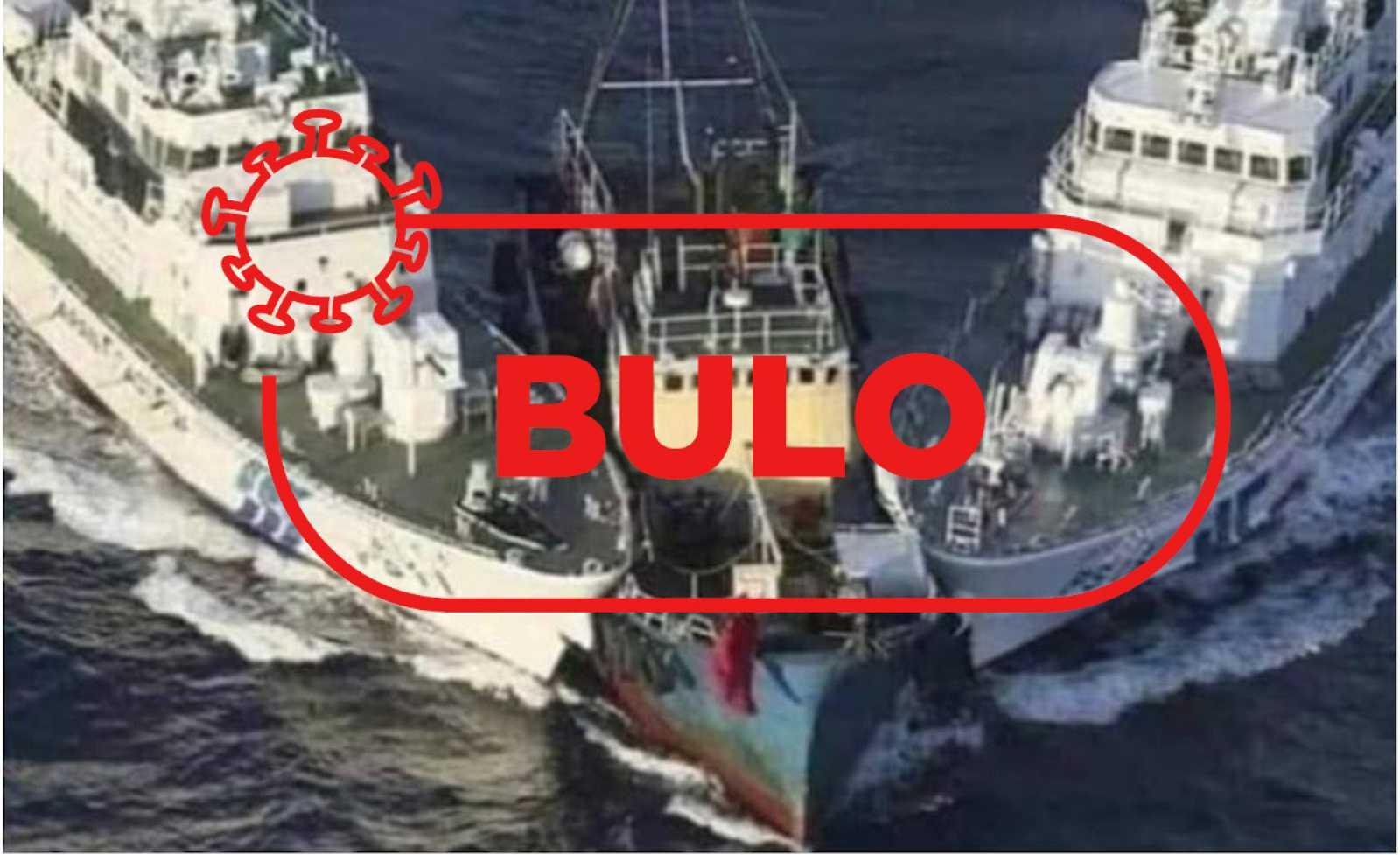 Imagen de dos barcos interceptando, en forma de cuña, a una tercera embarcación con la palabra bulo de Verifica RTVE.
