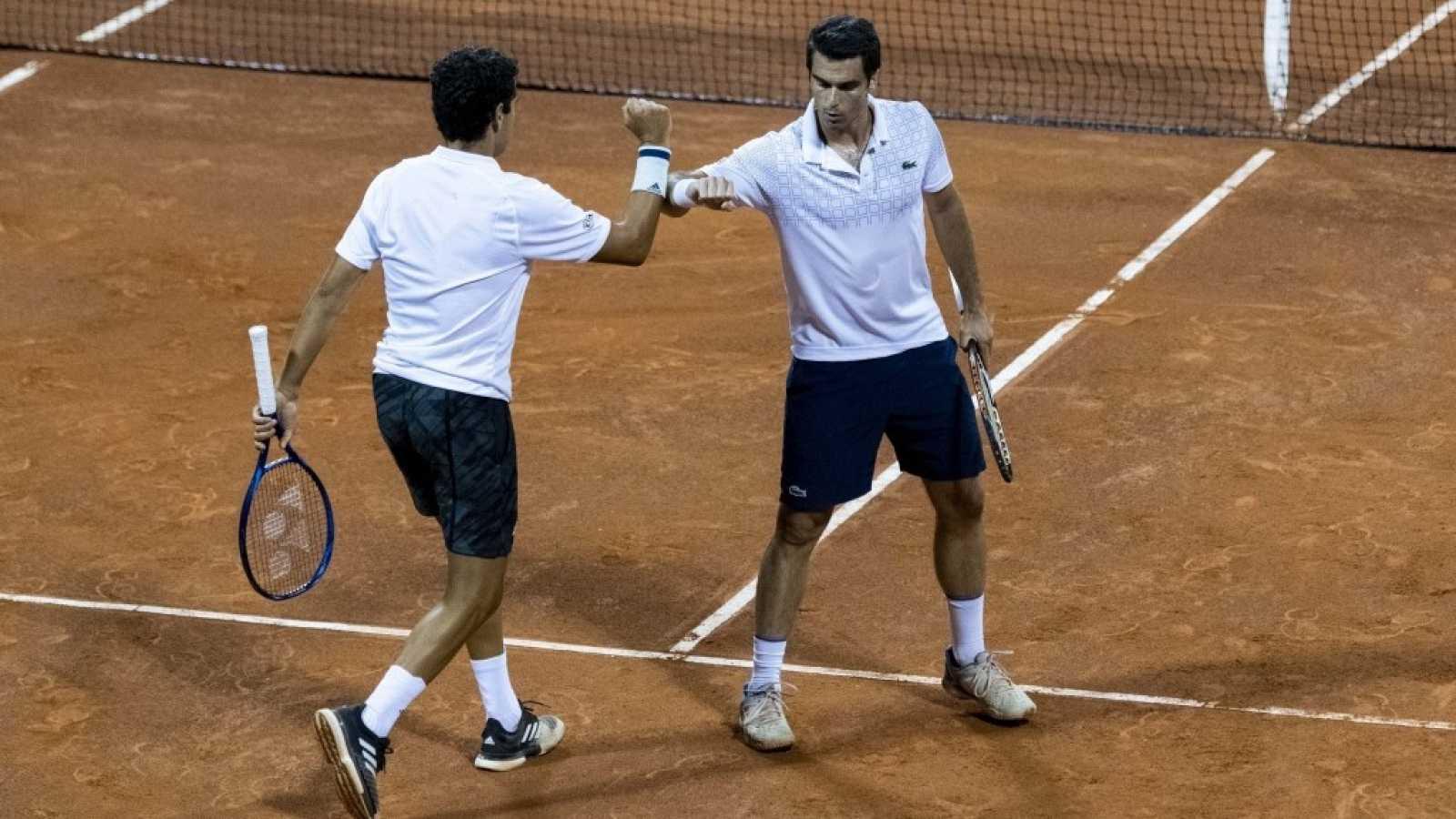 Jaume Munar y Pablo ANdújar, del equipo blanco, durante un partido de dobles de la Liga MAPFRE