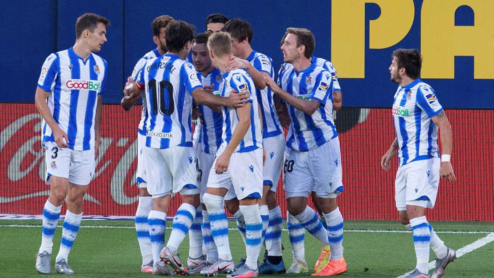 jugadores de la Real Sociedad celebran gol en Villarreal.