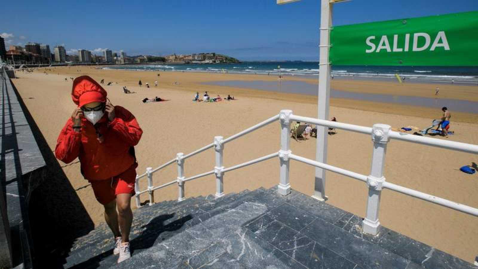 Vista del estado de la playa de San Lorenzo de Gijón el pasado sábado.