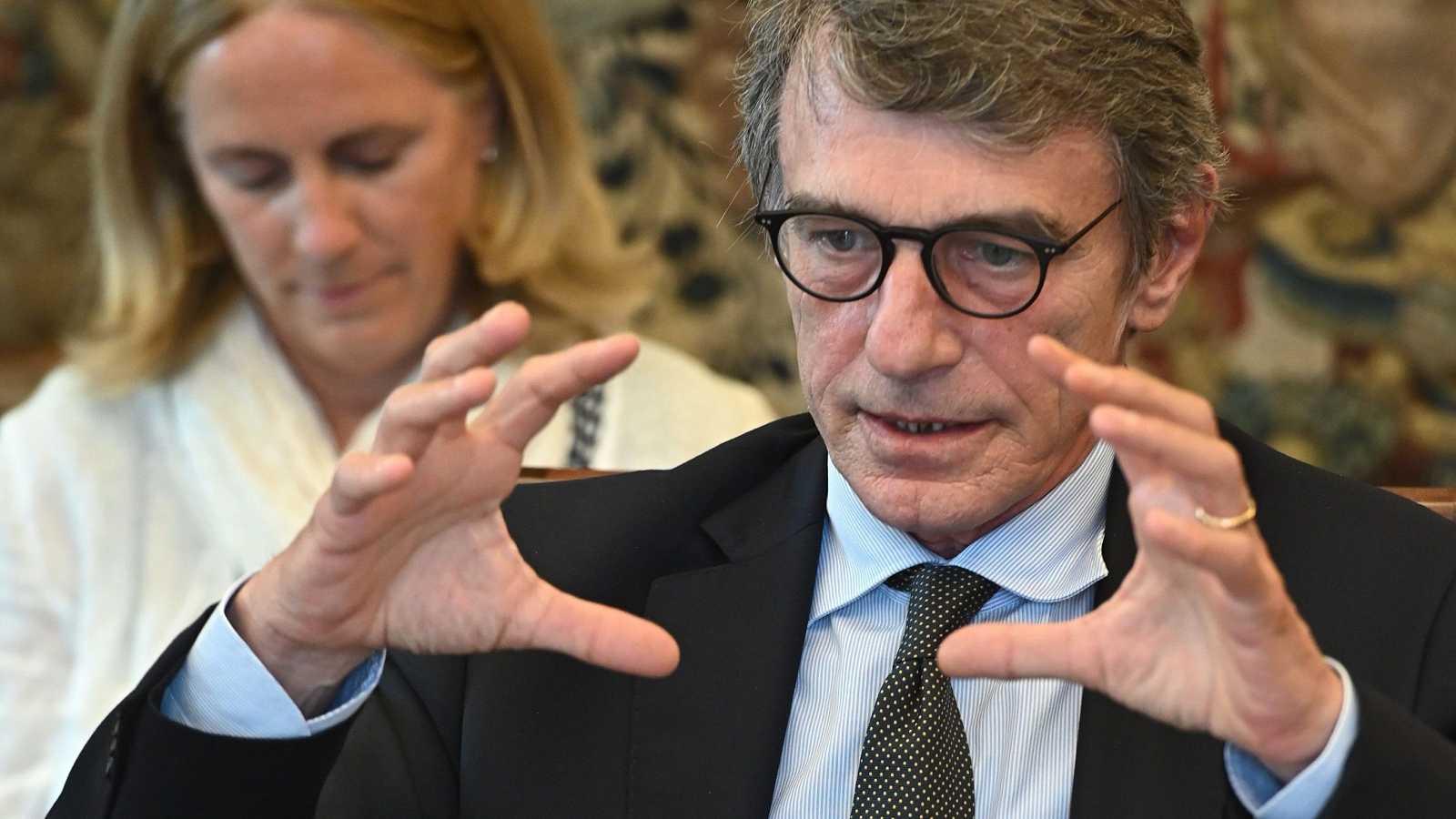 El presidente del Parlamento Europeo, David Sassoli, gesticulando con las manos.