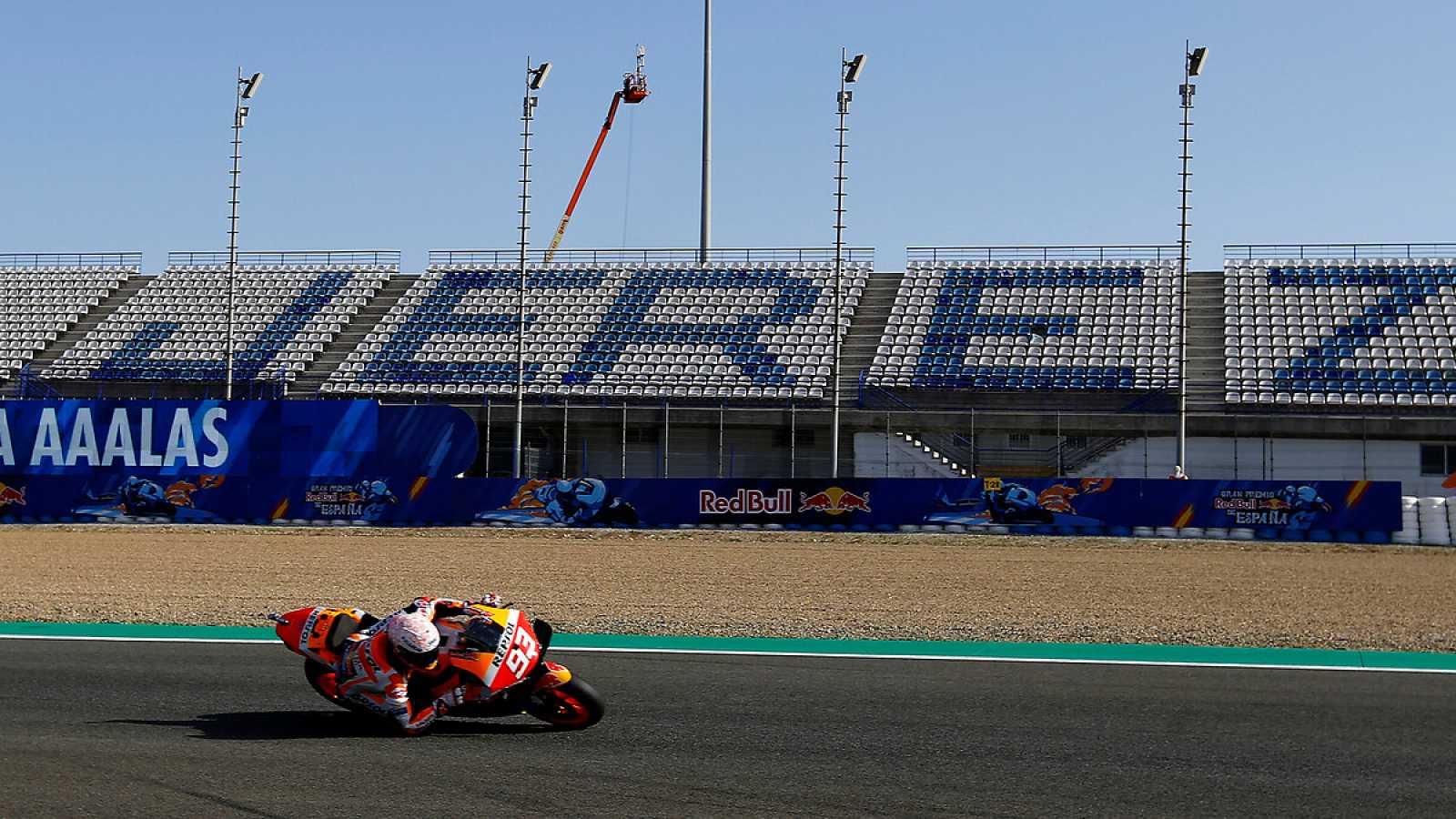 Imagen: Marc Márquez, durante los primeros libres en Jerez