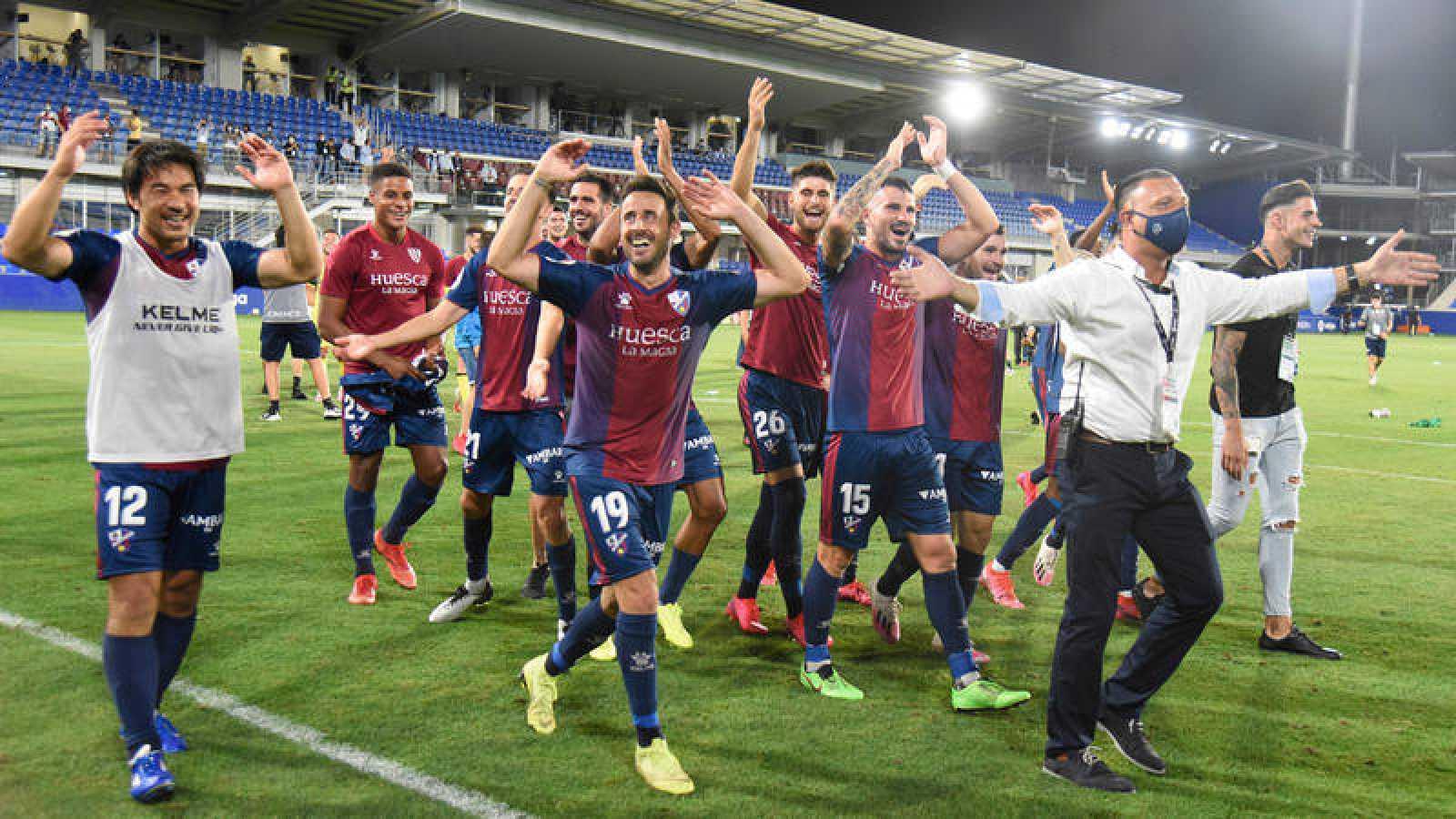 Los jugadores del Huesca celebran el ascenso a Primera.