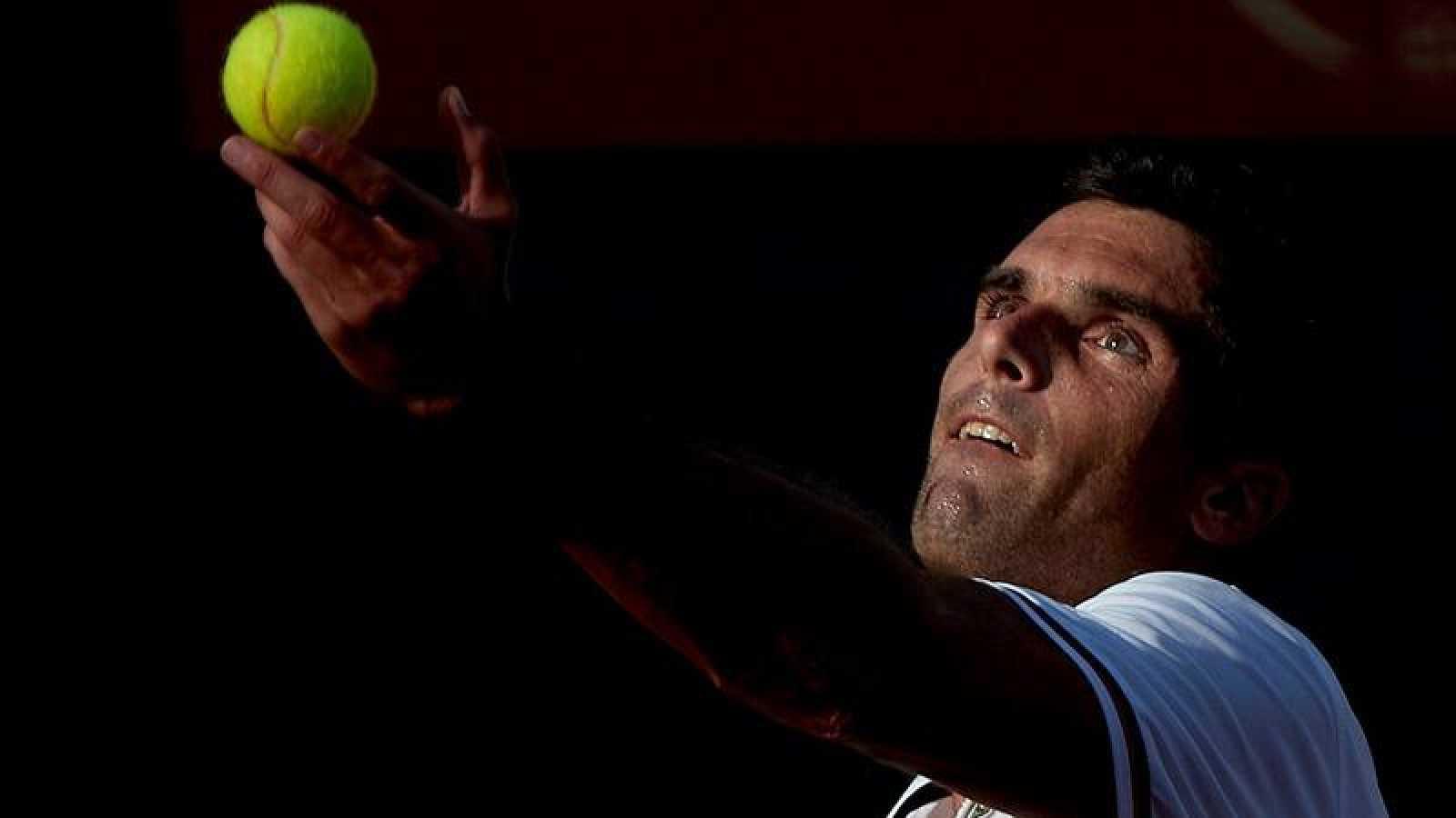 El tenista Pablo Andújar, durante el partido de la Liga Mapfre de tenis ante Pedro Martínez disputado este sábado en el CMT Vall d'Hebron.