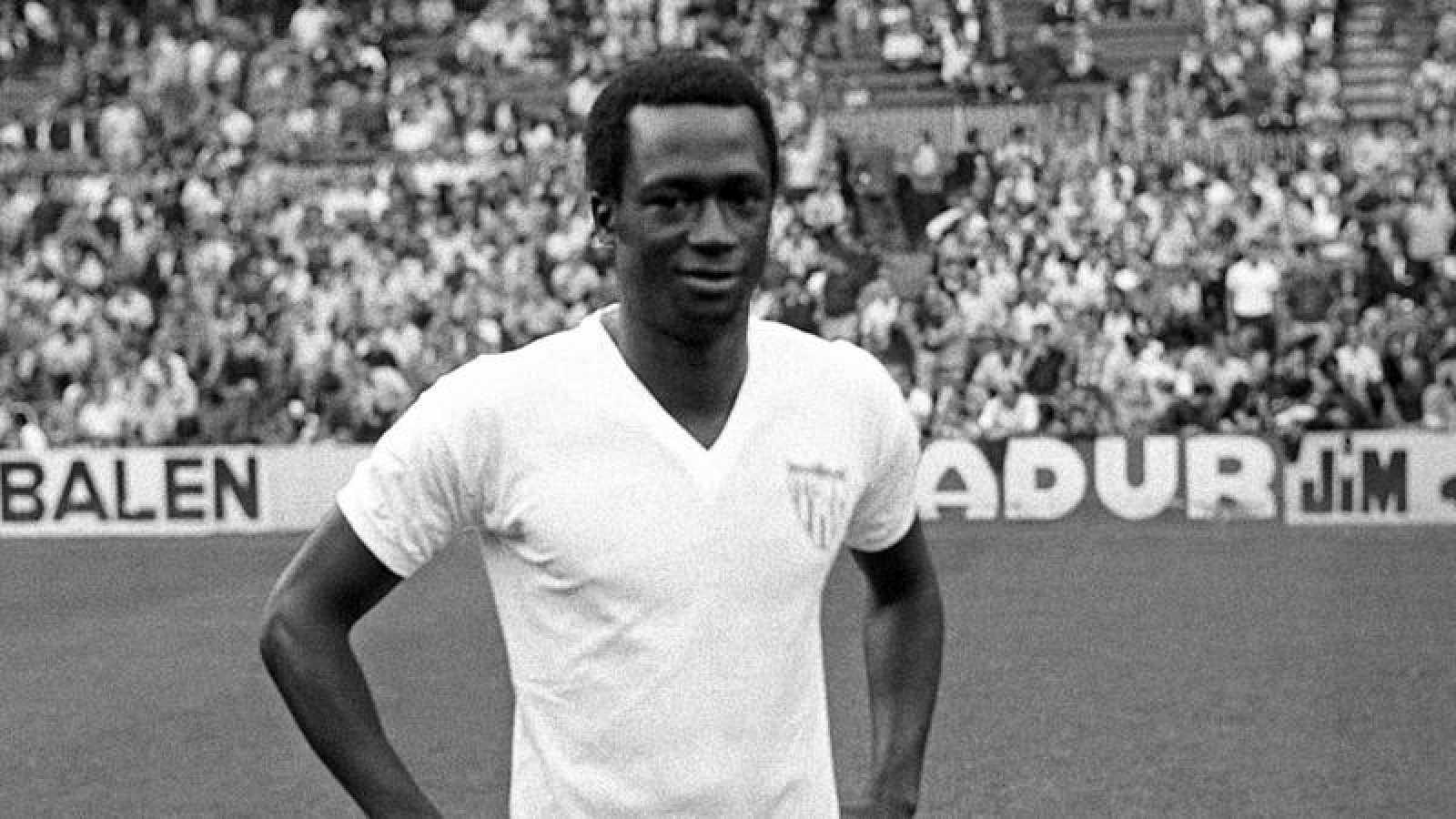 """El delantero del Sevilla FC., el gambiano Alhaji Momodo Njie, más conocido como """"Biri Biri""""."""