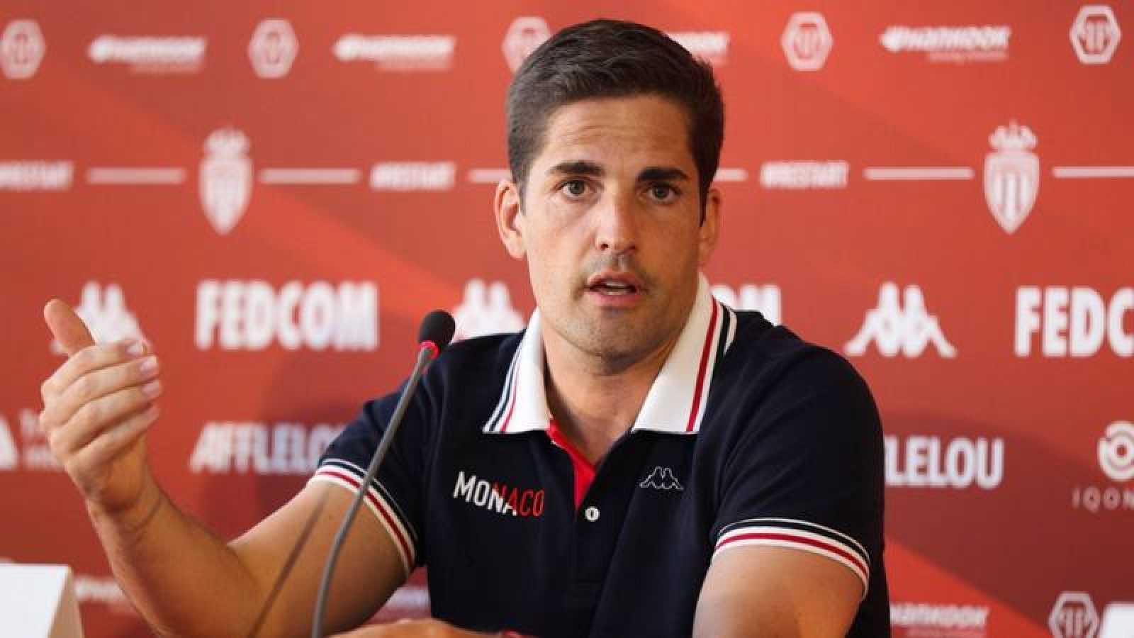 El entrenador Robert Moreno durante una rueda de prensa con el Mónaco.