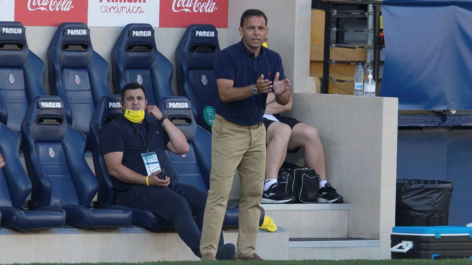 El entrenador del Villarreal, Javier Calleja, durante el partido ante el Valencia