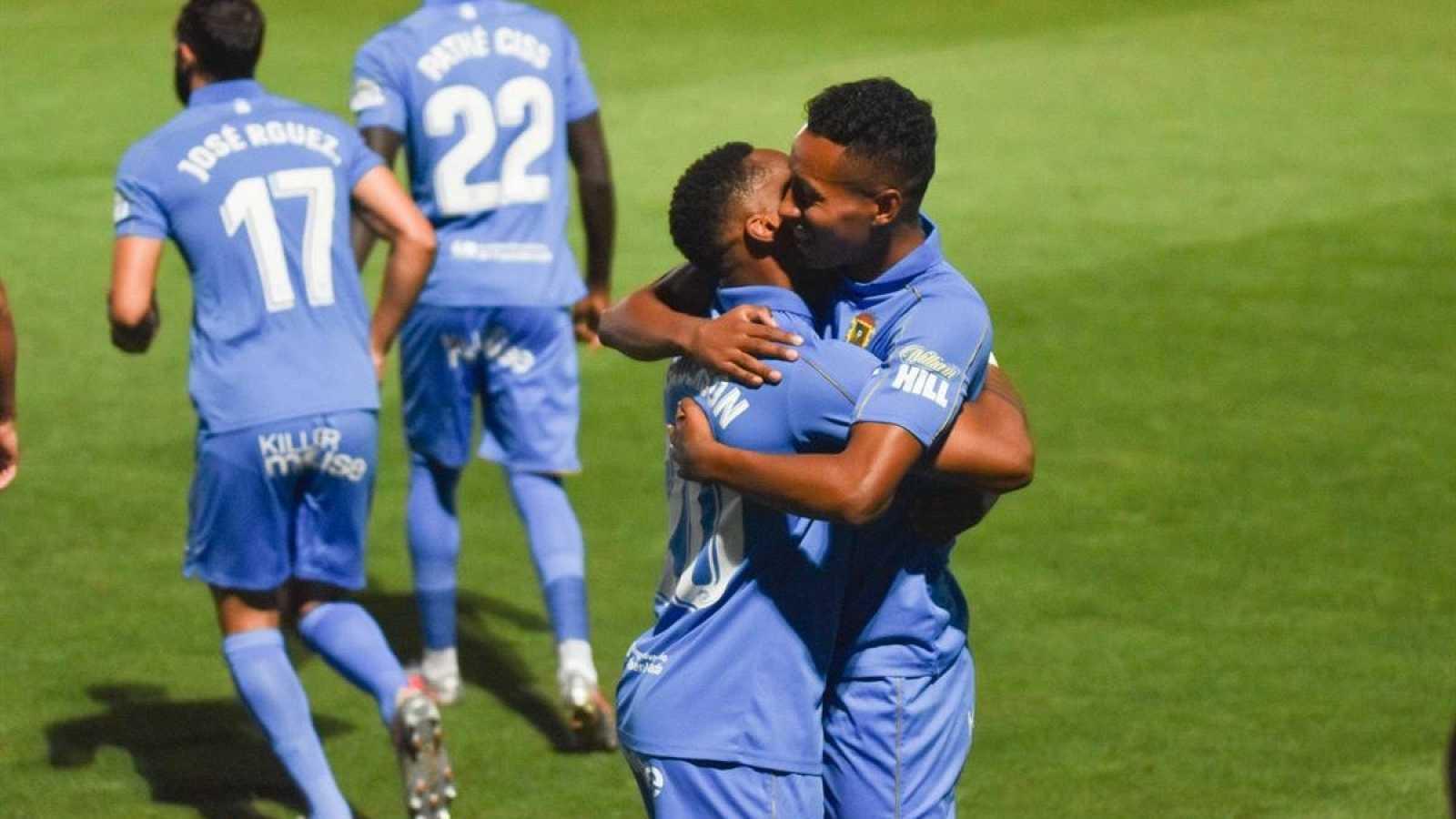 Jugadores del CF Fuenlabrada celebran un gol