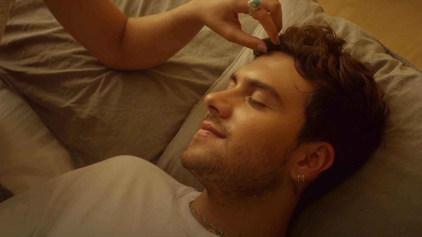 """Javy aparece junto a Irene Rojo ('Estoy vivo') en el romántico videoclip de """"La llave"""""""