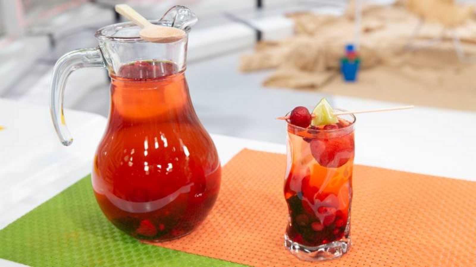 Refresco de frutos rojos y lima