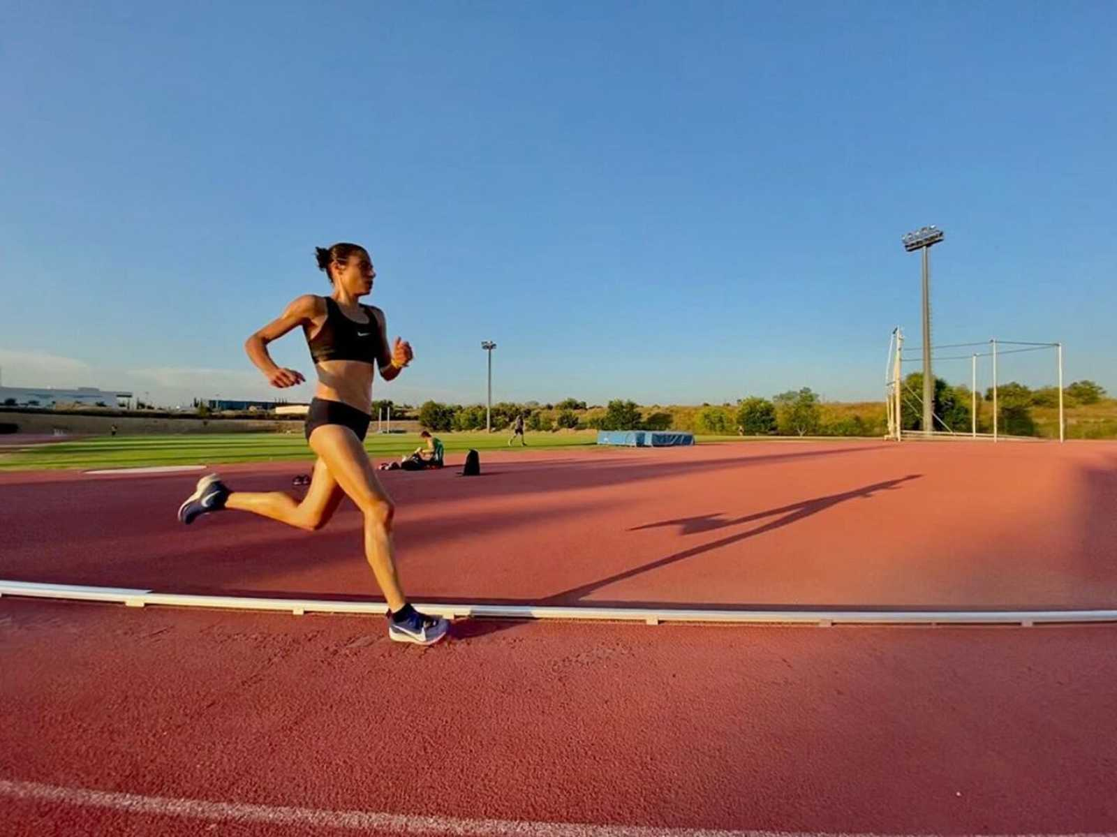 Marta Galimany pista de atletismo Le Fornas. Instagram