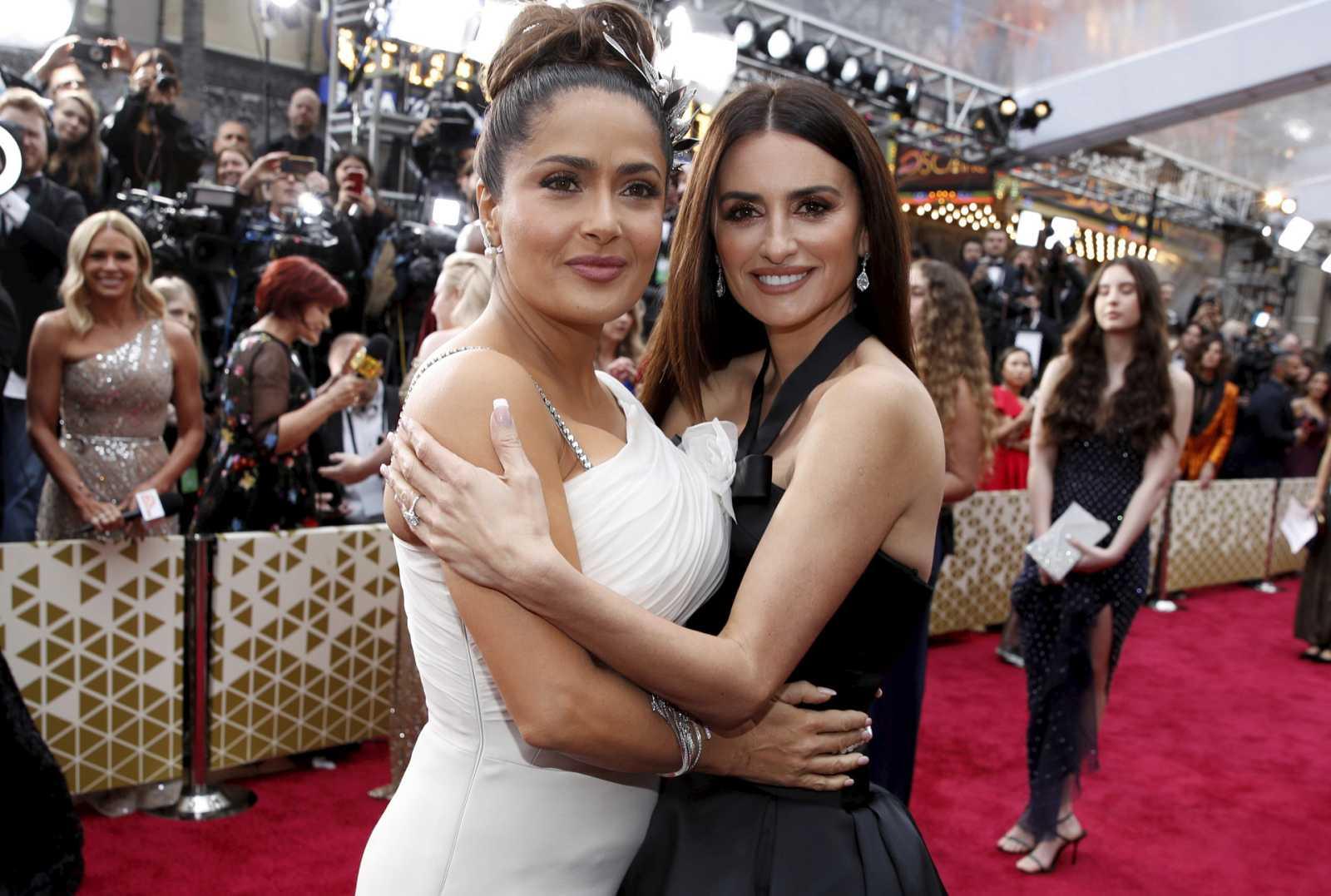 Penélope Cruz y Salma Hayek en los Premios Oscars 2020