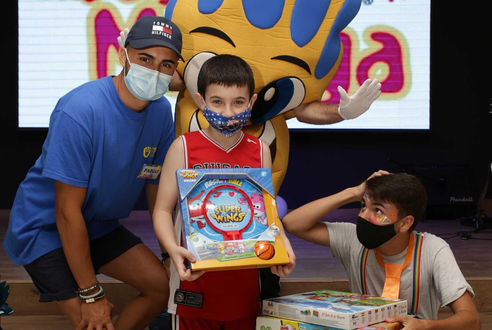 Campaña 'Un juguete, Una ilusión' entrega juguetes en Málaga