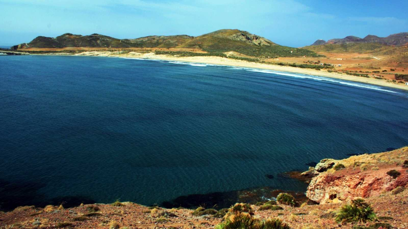 La bahía de los Genoveses situada en el Parque Natural del Cabo de Gata-Níjar, Almería