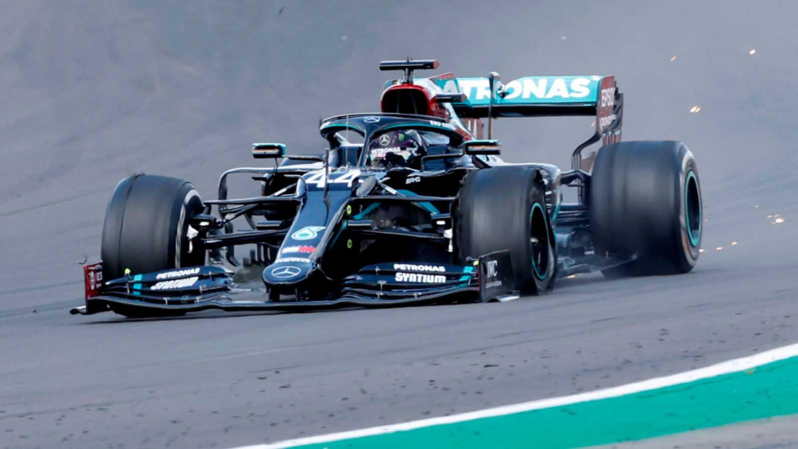 Imagen: Hamilton dio la última vuelta con un neumático pinchado
