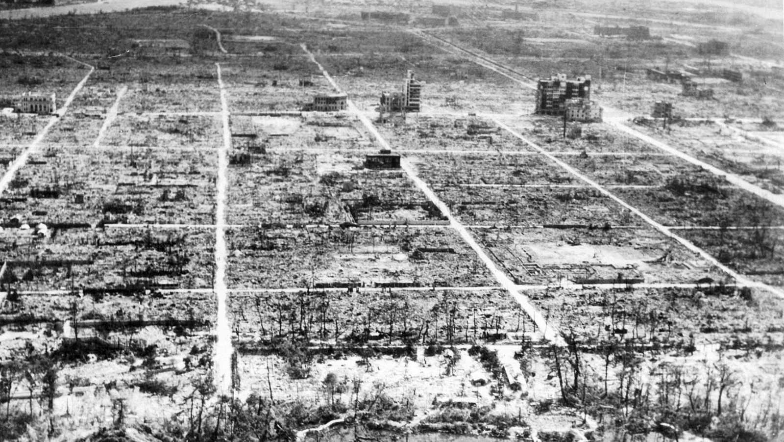 Vista aérea de Hiroshima, totalmente arrasada tras el lanzamiento de la bomba nuclear.