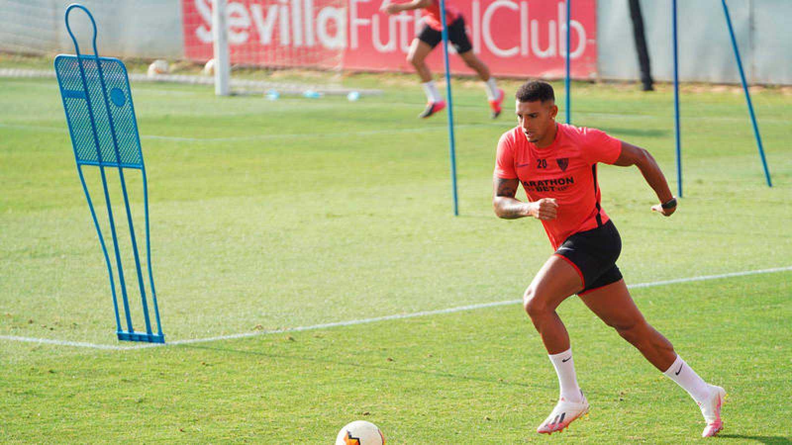 El brasileño Diego Carlos, en un entrenamiento del Sevilla.