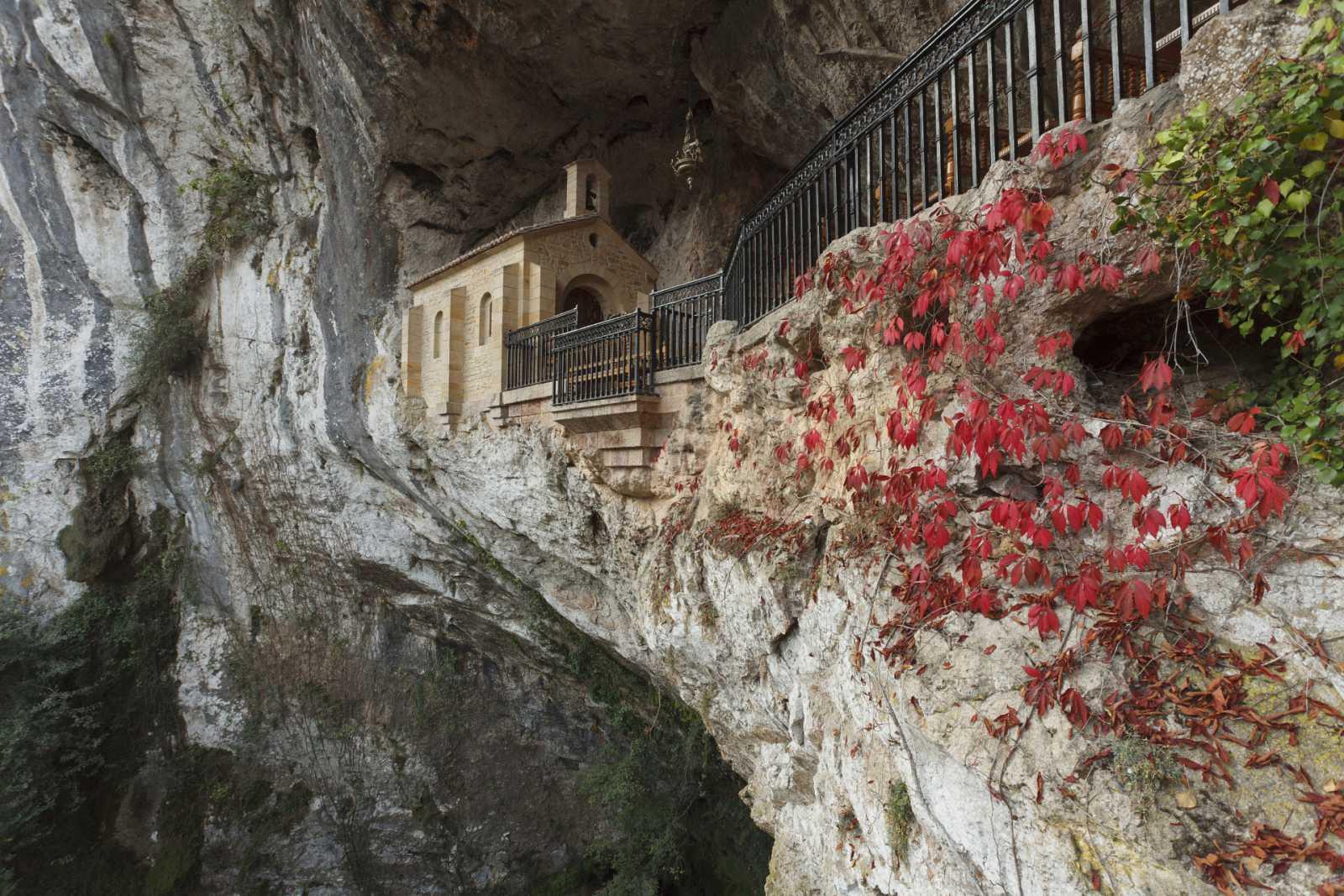 Aquí la Tierra - Santa Cueva de Covadonga