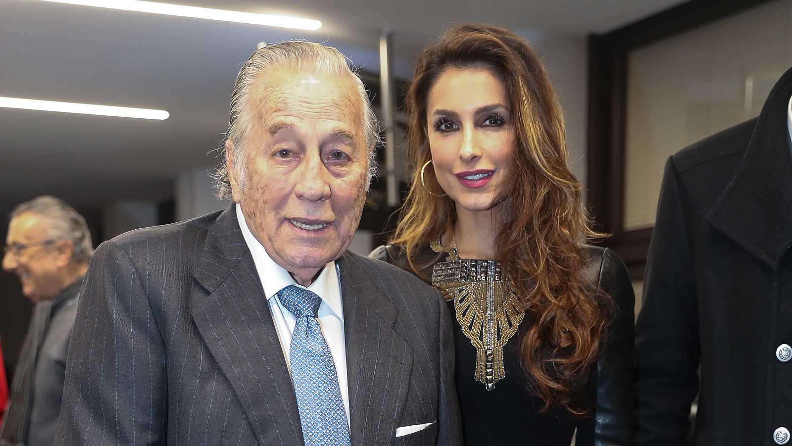 Paloma Cuevas junto a su padre Victoriano Valencia