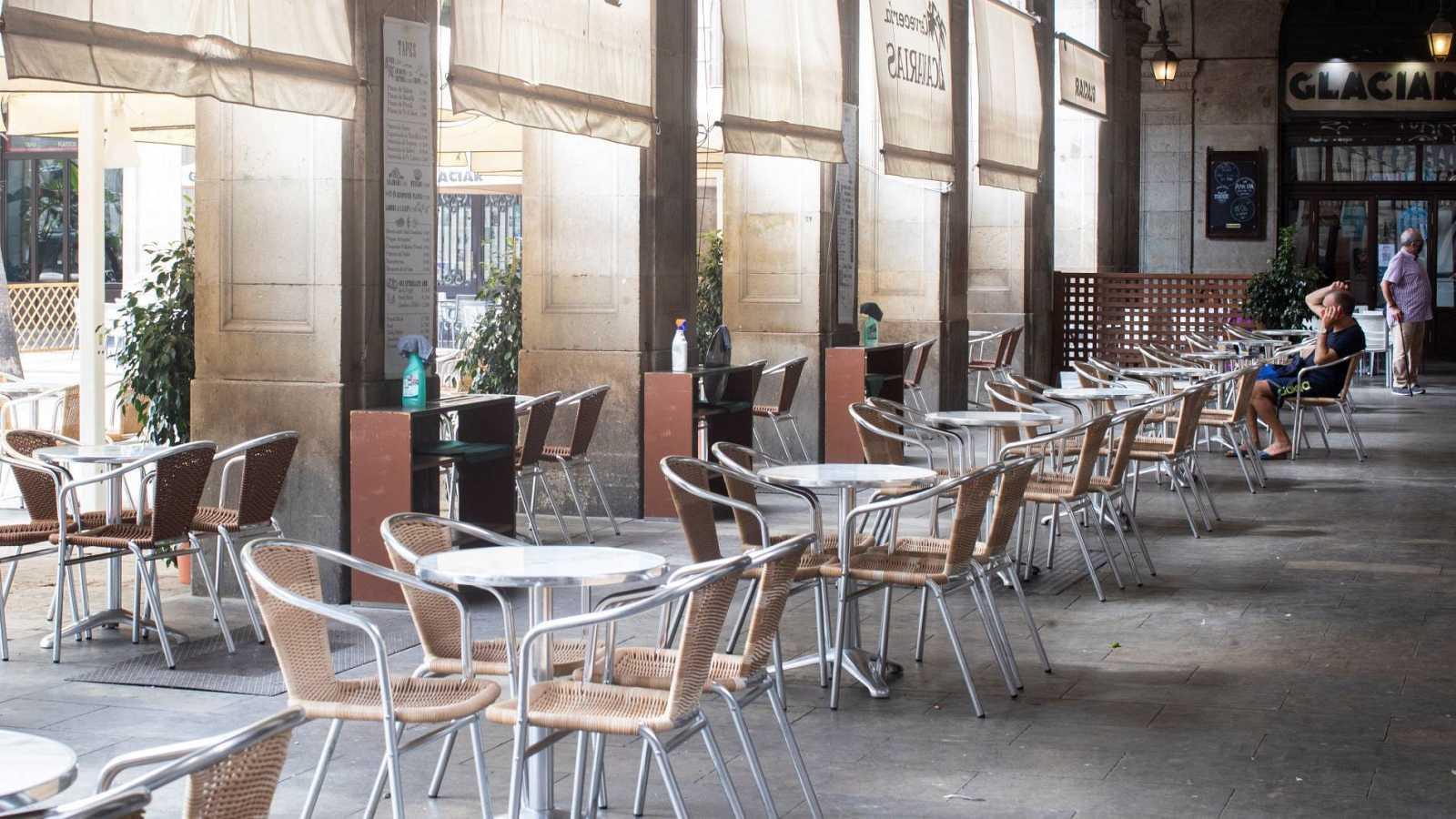 Terrazas en la plaza Real de Barcelona inusualmente vacías desde la llegada de la pandemia