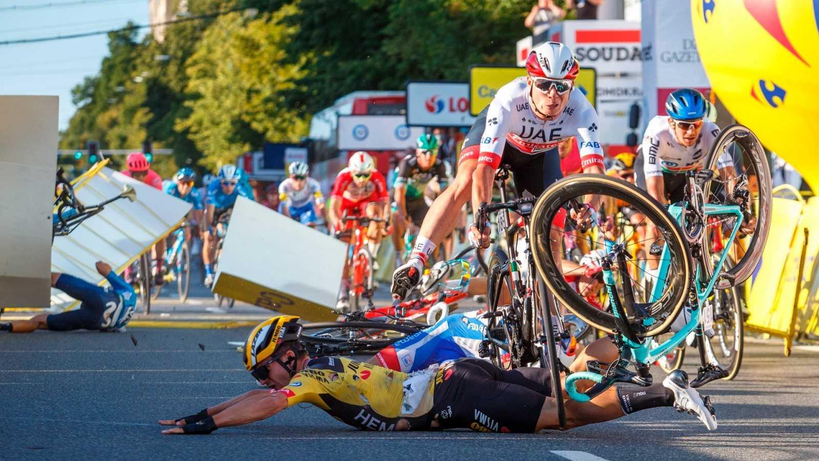 Imagen de la caída en la línea deImagen de la caída en la línea de meta de la primera etapa del Tour de Polonia meta de la primera etapa del Tour de Polonia