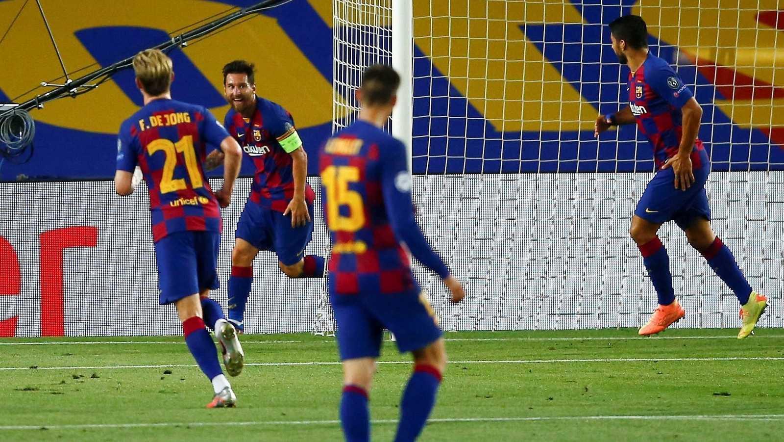 Leo Messi celebra su tanto ante el Nápoles junto a sus compañeros