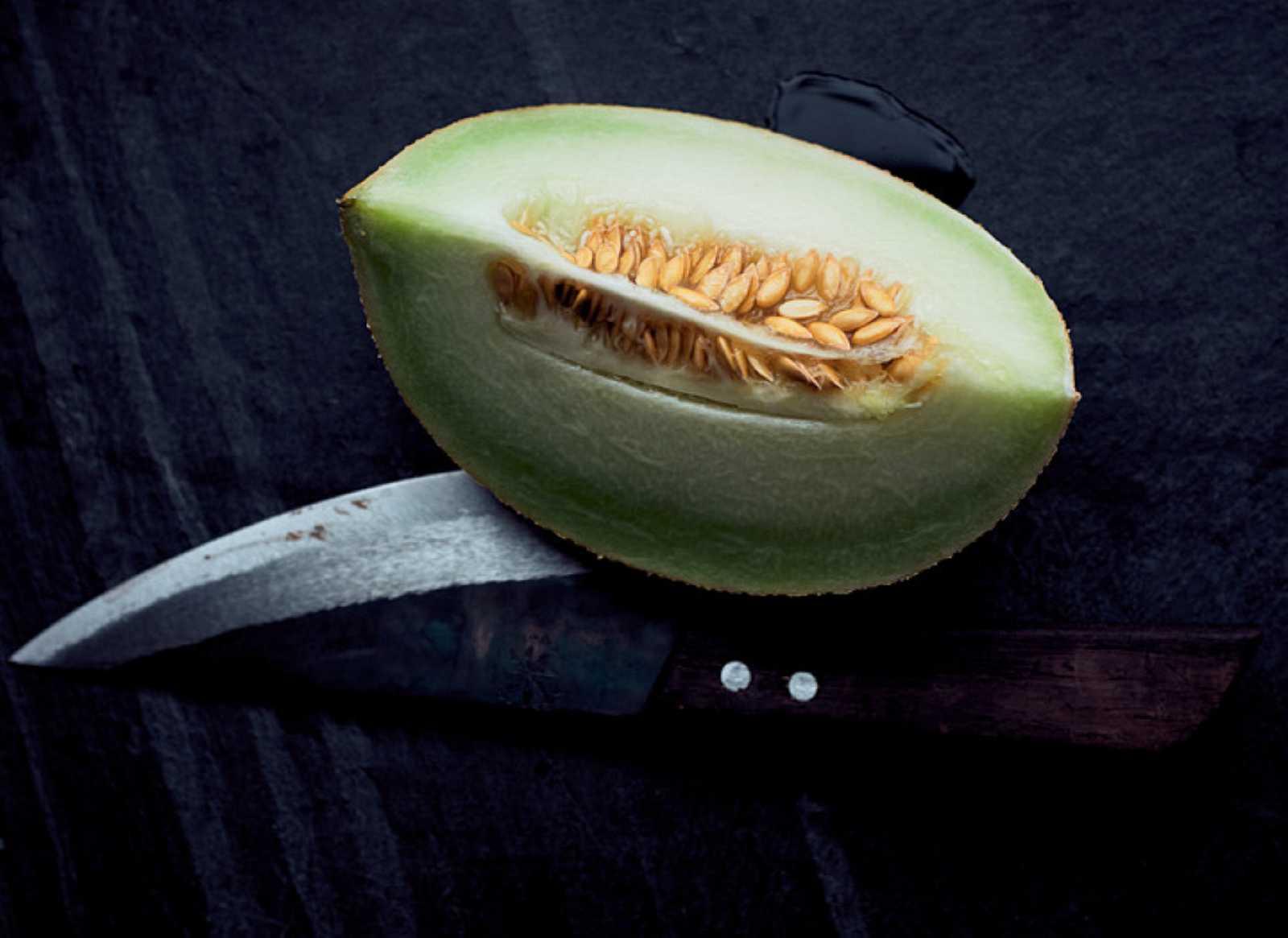 Melón maduro cortado