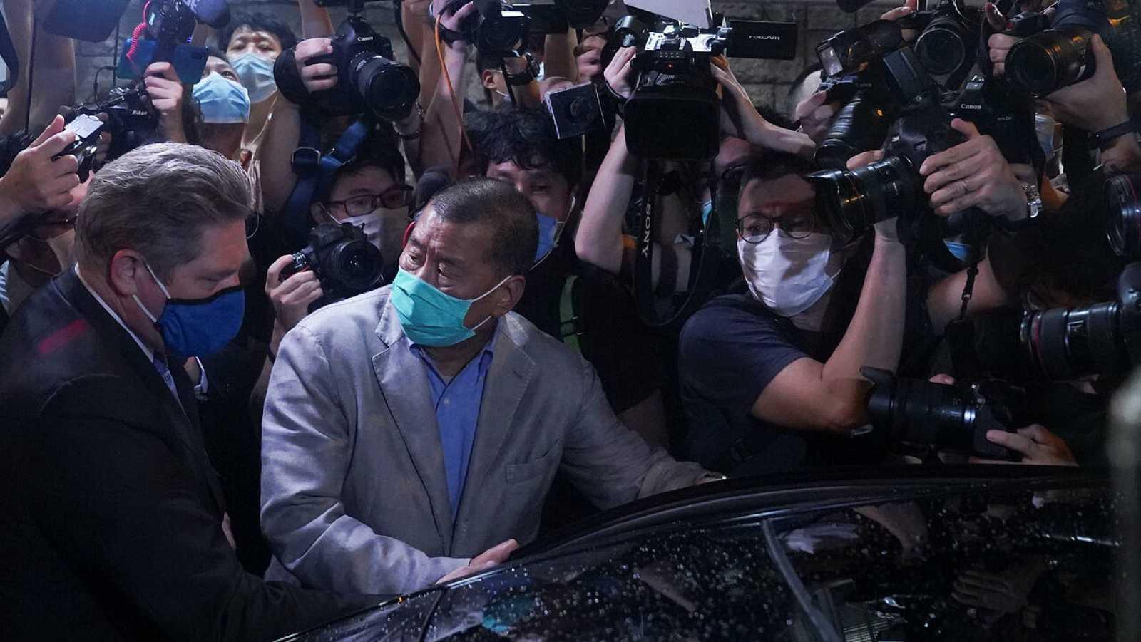 El magnate hongkonés Jimmy Lai sale en libertad bajo fianza