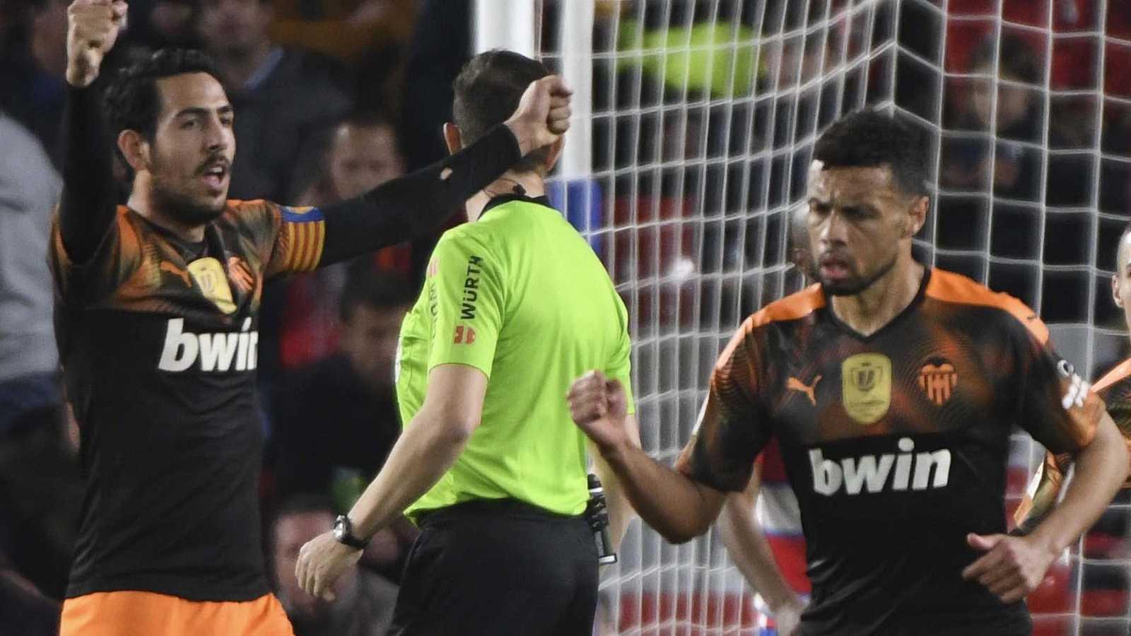 Parejo y Coquelin, en un partido con el Valencia.