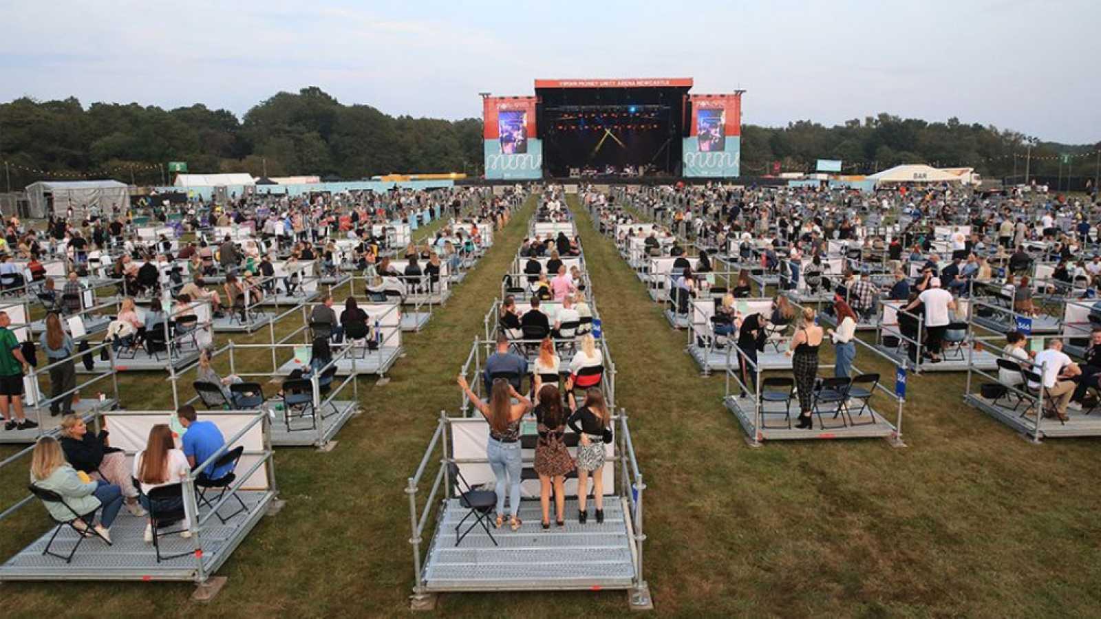 Reino Unido celebra su primer concierto al aire libre con distancia de seguridad