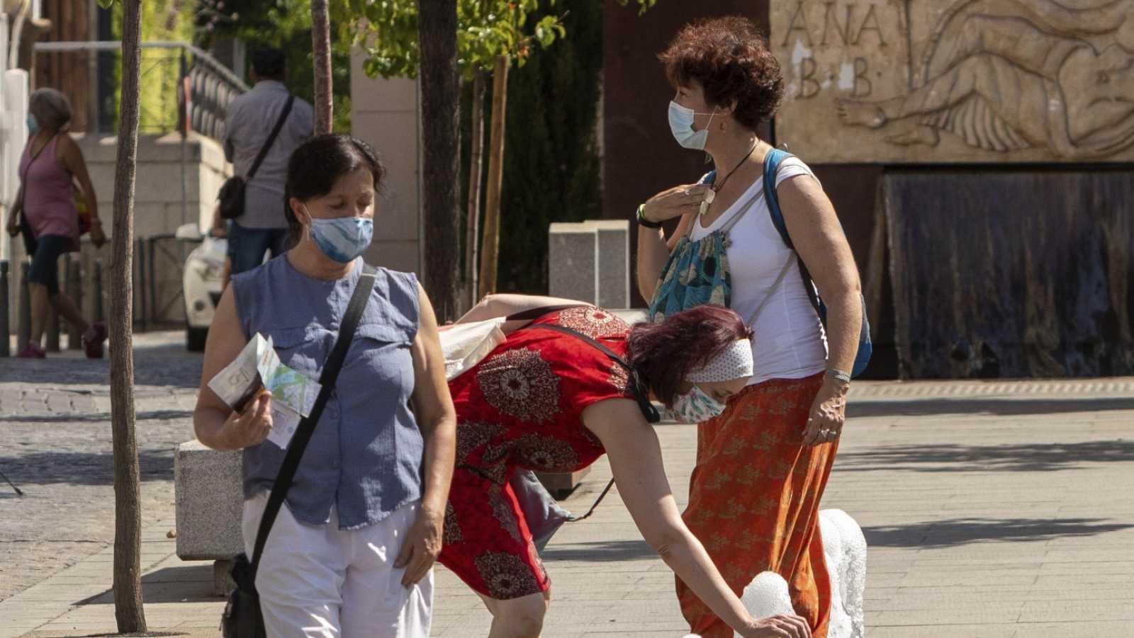 Mujeres con mascarillas en Mérida