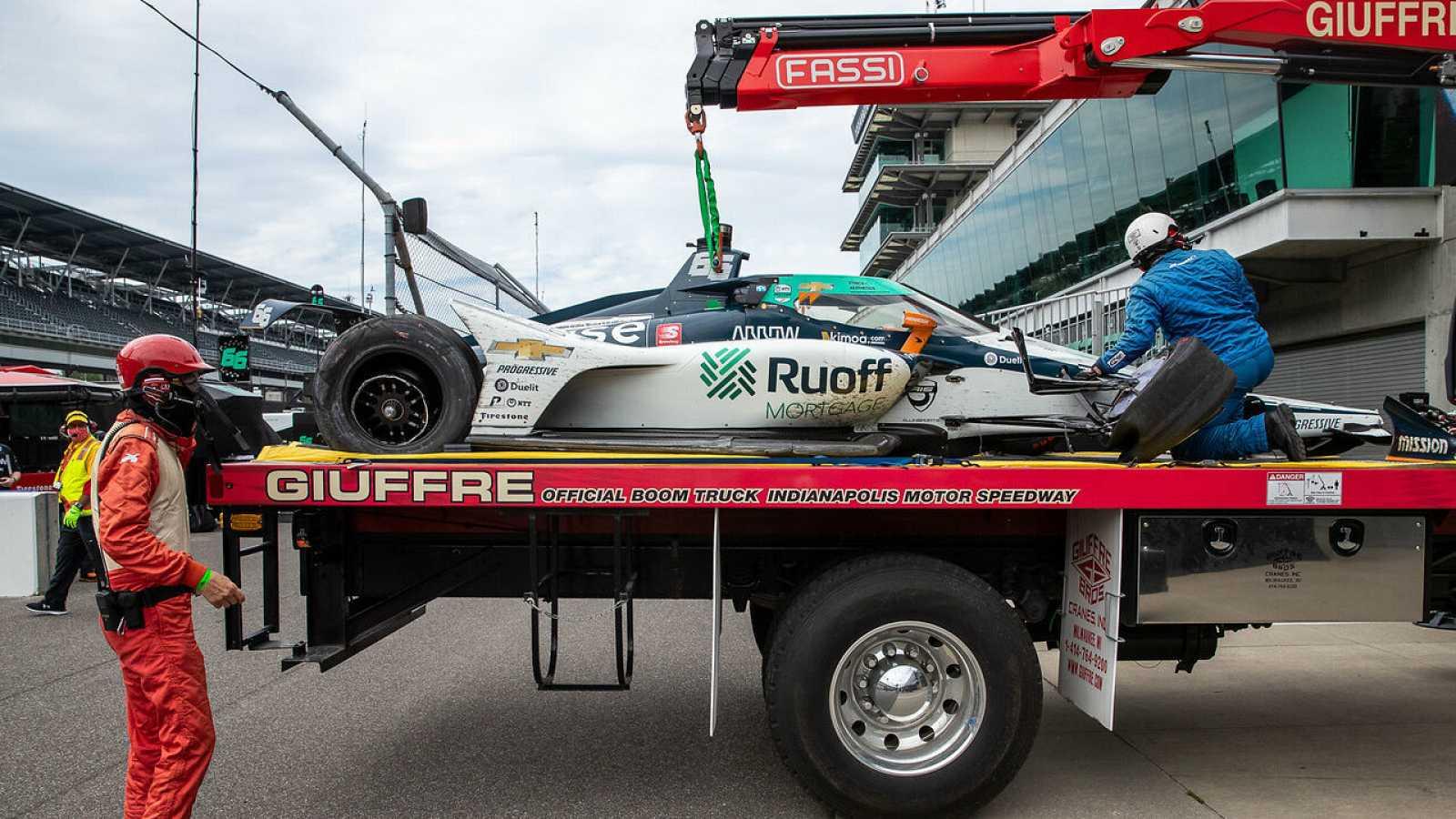 El coche del piloto de Arrow McLaren SP, Fernando Alonso, tras un accidente en el segundo día de prácticas para las 500 Millas de Indianápolis.