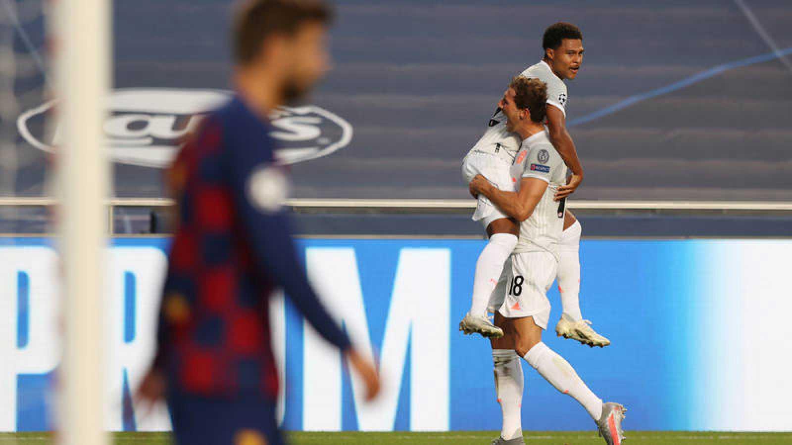 Los jugadores del Bayern Goreztka y Gnrabry celebran un gol ante el Barça
