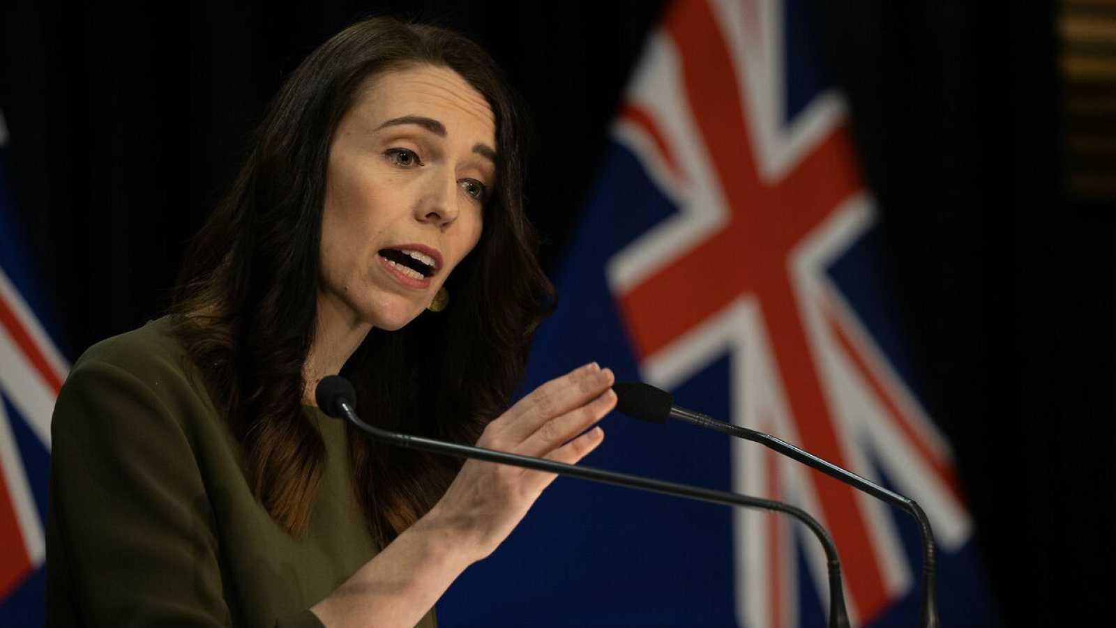 La primera ministra de Nueva Zelanda, Jacinda Ardern, habla con los medios de comunicación sobre el cambio de la fecha de las elecciones generales de 2020 por un rebrote de coronavirus.