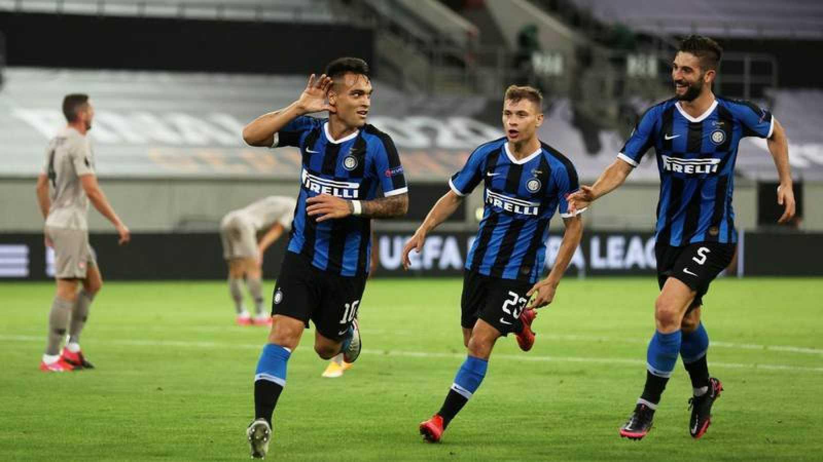 Los jugadores del Inter celebran el primer tanta ante el Shakhtar Donetsk.