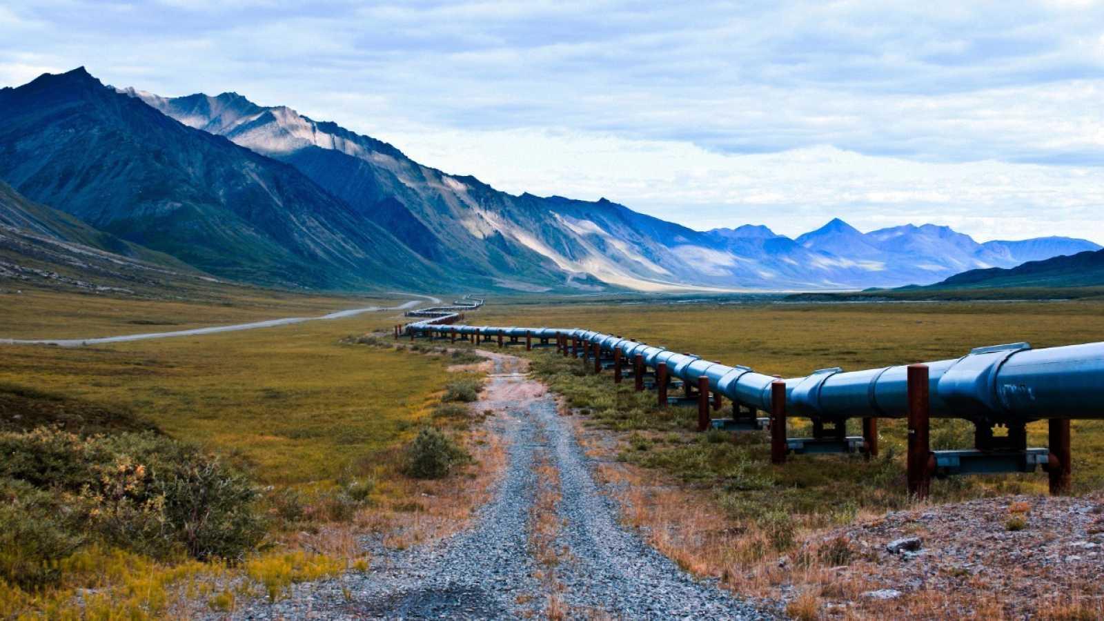Un oleoducto lleva el petróleo del norte de Alaska hasta Valdez cerca de la reserva natural del Ártico