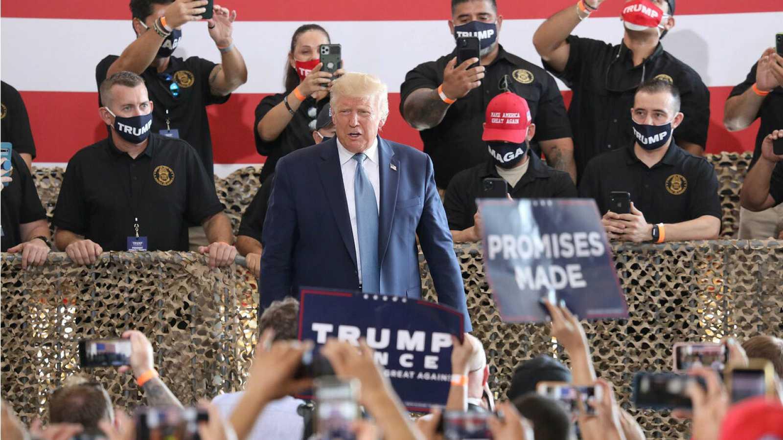 El presidente de los Estados Unidos, Donald Trump, asiste a un mitin de campaña en Yuma, Arizona.
