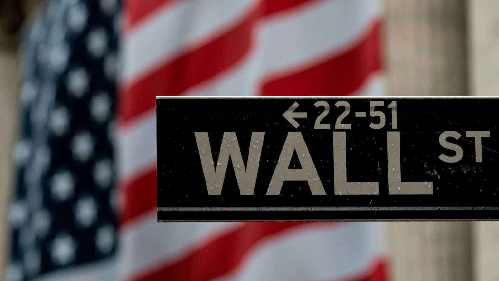 Wall Street: El S&P 500 anota su primer récord desde febrero y el Nasdaq recupera máximos.