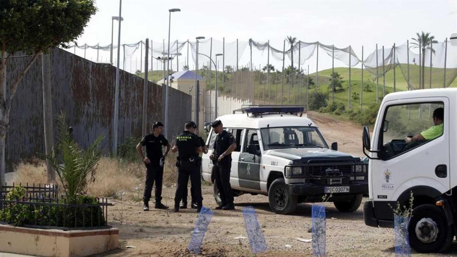 Guardia Civil entre la valla con Marruecos y el campo de golf de Melilla