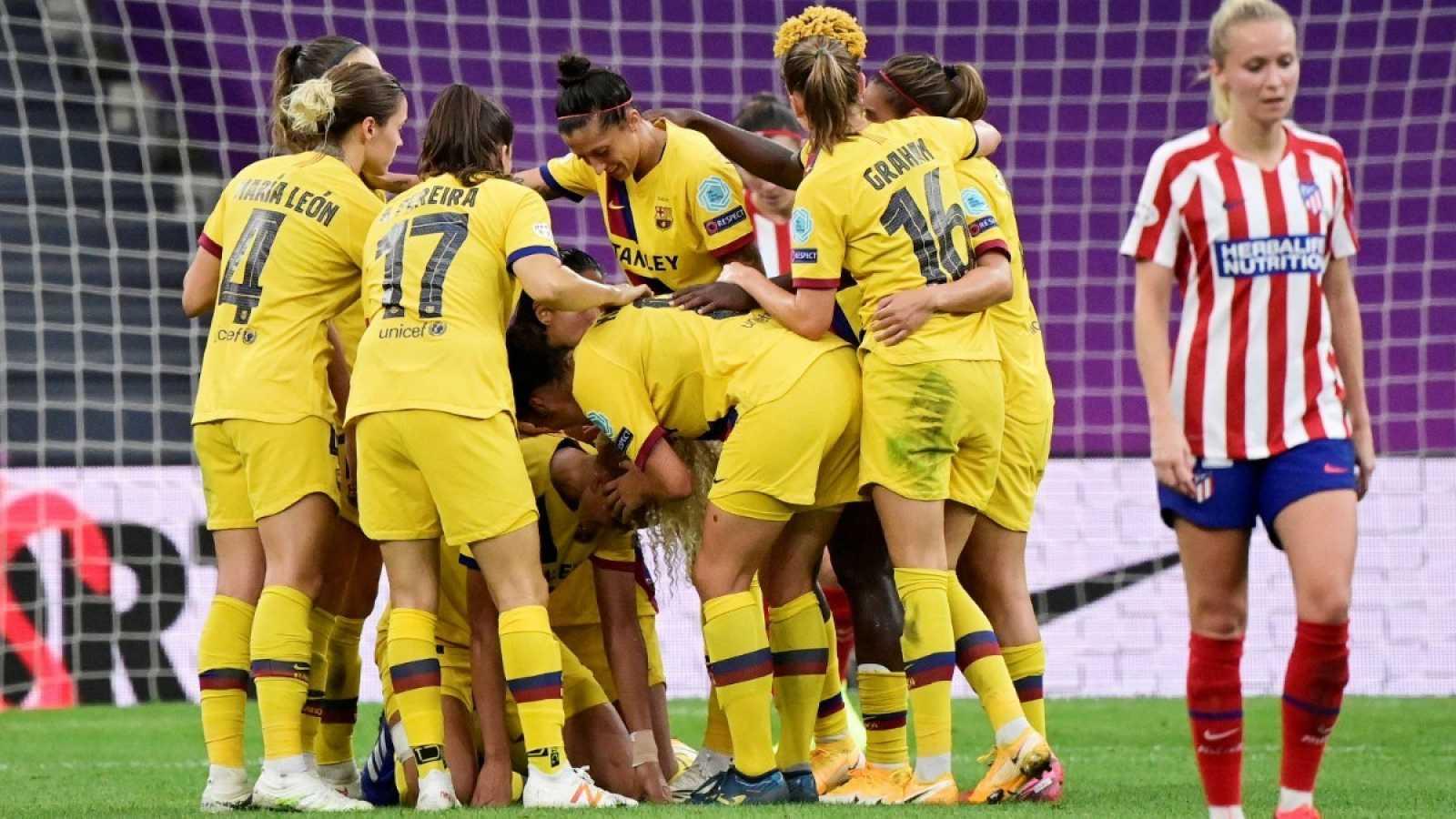 Imagen: Las jugadoras del FC Barcelona celebran el gol de la victoria