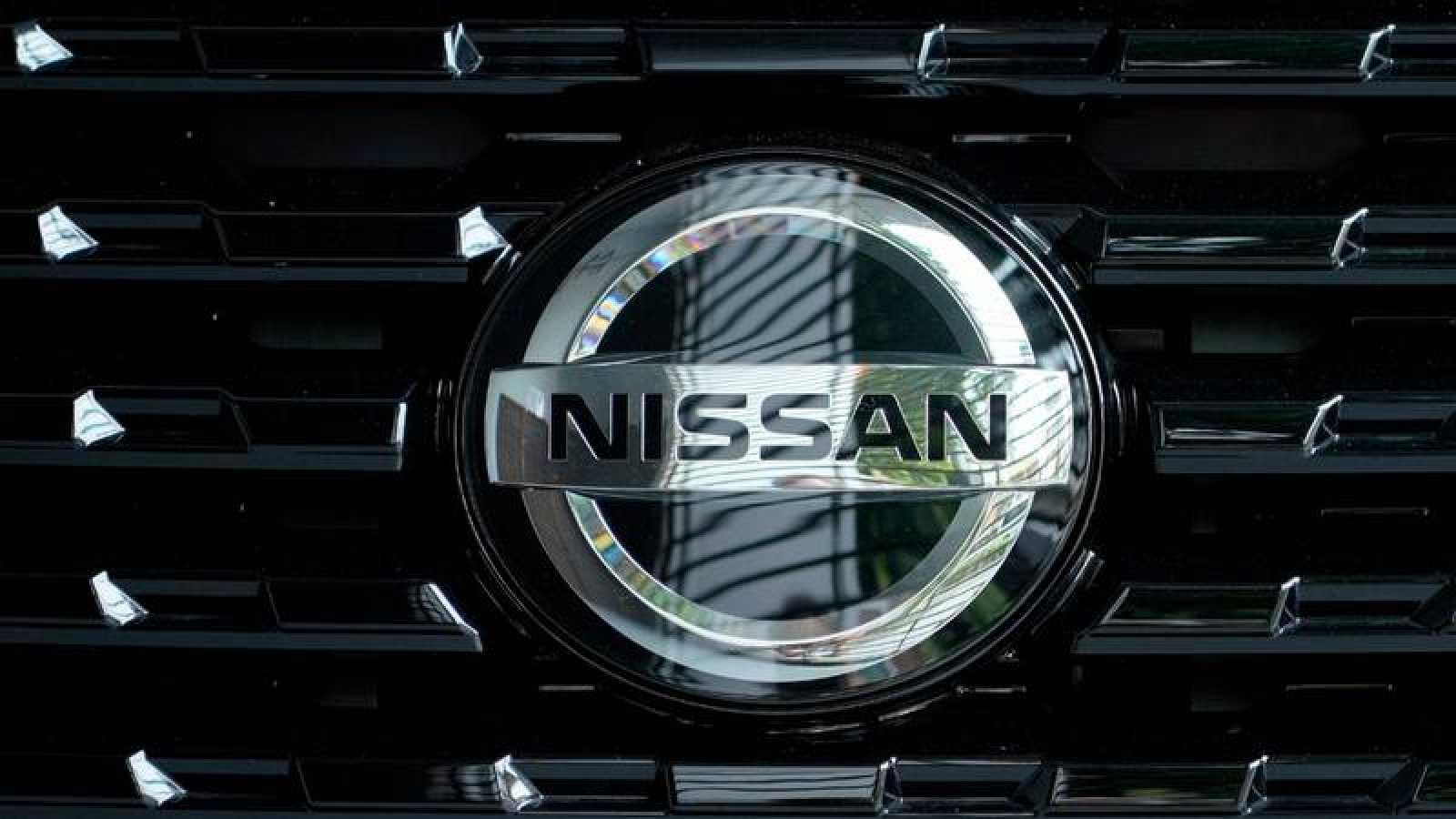 Logo de Nissan sobre un vehículo