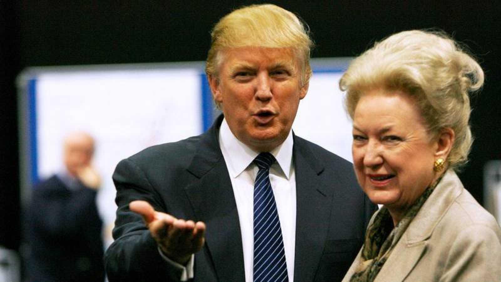 Donald Trump junto a su hermana Maryanne Trump Barry