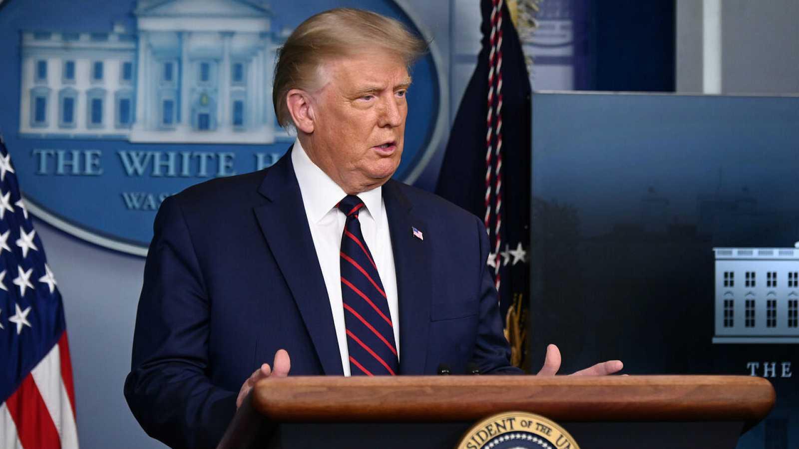 El presidente de los Estados Unidos, Donald Trump, ofrece una conferencia de prensa sobre los últimos desarrollos de la enfermedad por coronavirus (COVID-19), en la Sala de Prensa Brady de la Casa Blanca en Washington, Estados Unidos.