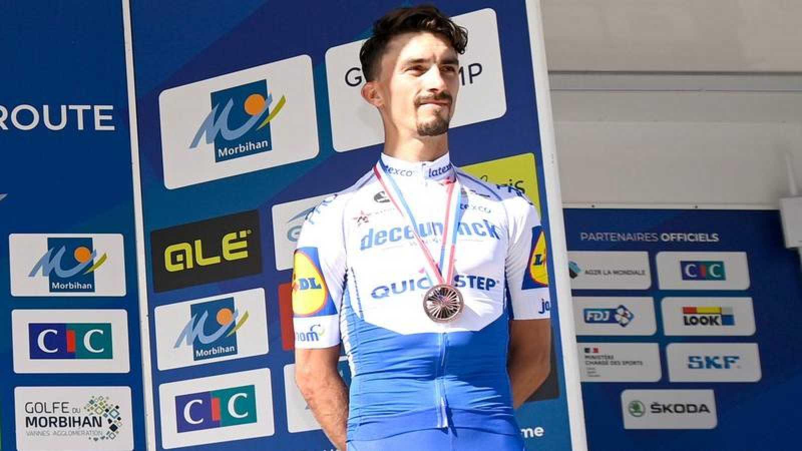 Julian Alaphilippe, en el podio del pasado Campeonato de Francia con la medalla de bronce.
