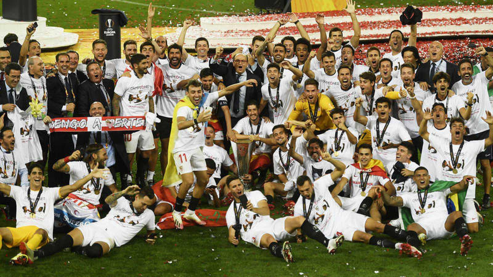Imagen de la celebración del Sevilla tras ganar la Europa League.