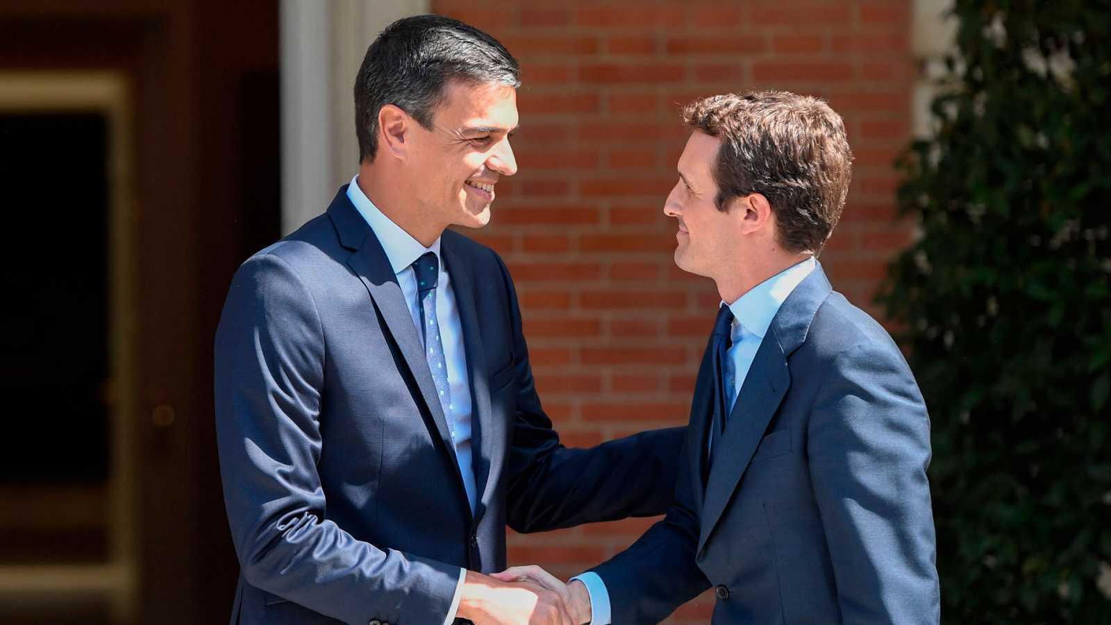 El presidente del Gobierno, Pedro Sánchez, y el líder del PP, Pablo Casado, en una imagen de archivo.