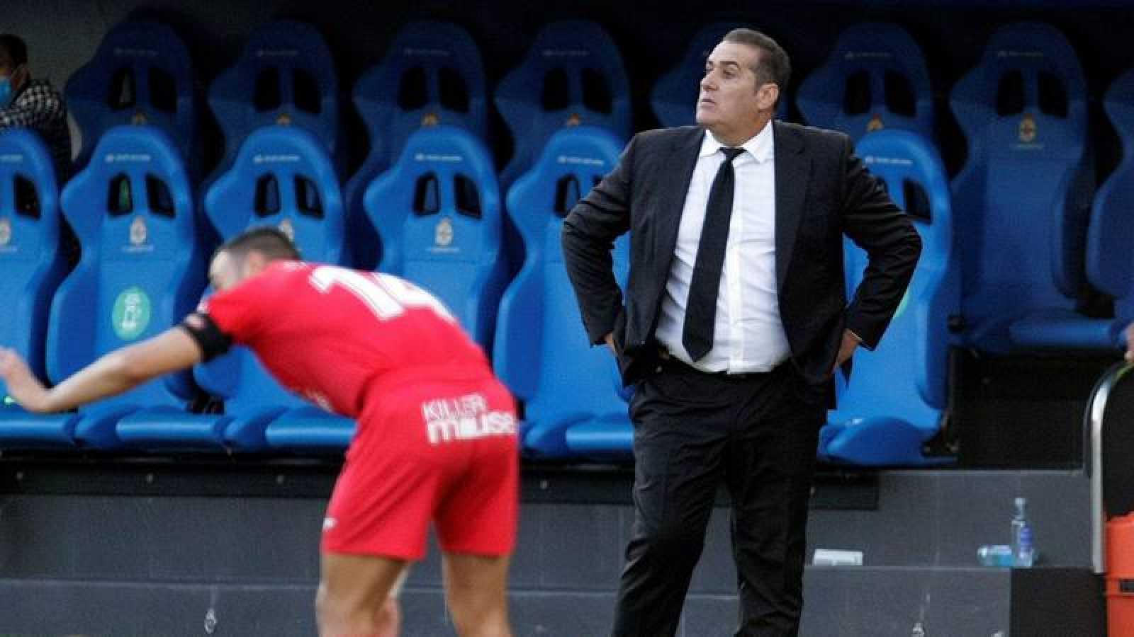 El entrenador del Fuenlabrada José Ramón Sandoval, durante el partido ante el Deportivo, aplazado en Riazor.
